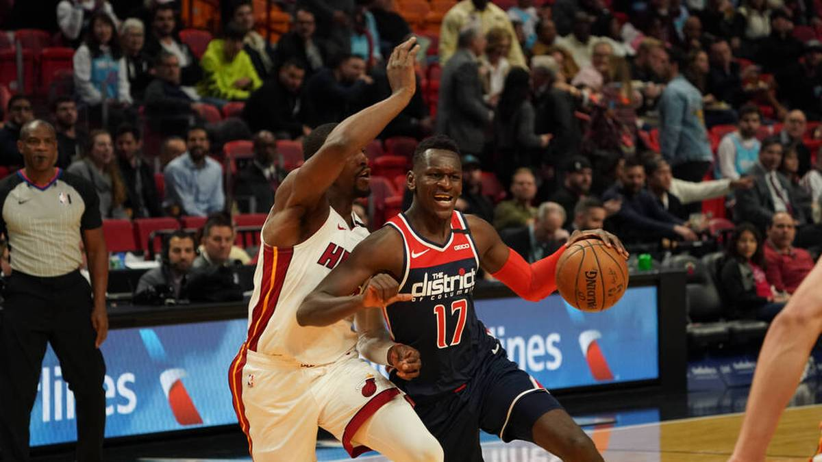 Zuletzt spielte Isaac Bonga (r.) bei den Washington Wizards