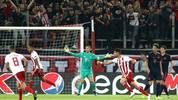 PIRAEUS, GREECE - OCTOBER 22: Manuel Neuer of FC Bayern Munich reacts after Youssef El Arabi of Olympiacos scores his team's first goal during the UEFA Champions League group B match between Olympiacos FC and Bayern Muenchen at Karaiskakis Stadium on October 22, 2019 in Piraeus, Greece. (Photo by Alexander Hassenstein/Bongarts/Getty Images)