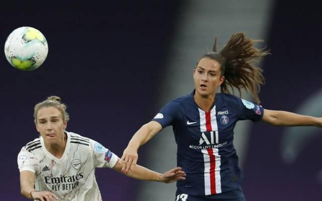 DFB-Spielerin Sara Däbritz (r.) spielt mit PSG nicht in Prag