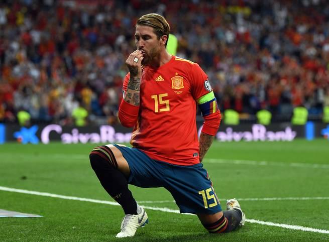 Im Juni ging Sergio Ramos als Spaniens Nationalspieler mit den meisten Siegen (124) in die Geschichte ein. Nun stellte der Kapitän der Furia Roja den nächsten Rekord auf. Beim Spiel gegen Norwegen bestritt er sein 168. Länderspiel und zog damit an der Torwartlegende Iker Casillas vorbei