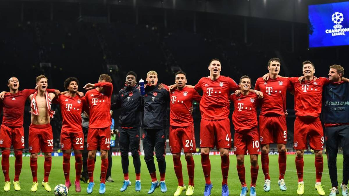 Bayern Munich's players celebrate on the pitch after the UEFA Champions League Group B football match between Tottenham Hotspur and Bayern Munich at the Tottenham Hotspur Stadium in north London, on October 1, 2019. - Bayern won the game 7-2. (Photo by Glyn KIRK / IKIMAGES / AFP) (Photo by GLYN KIRK/IKIMAGES/AFP via Getty Images)