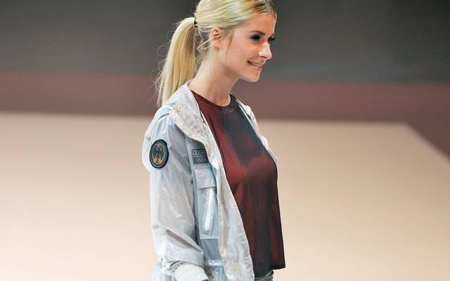 Auch Lena Gercke, Ex-Freundin von Fußballstar Sami Khedira, zeigt, was man so tragen kann beim DOSB-Team