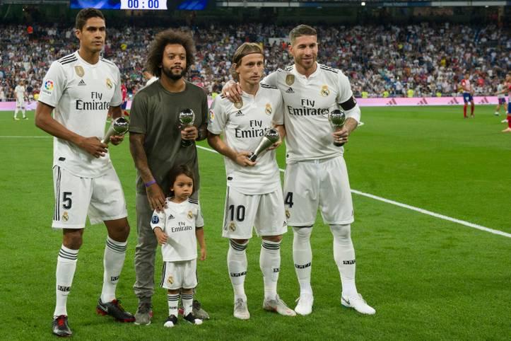 """Nicht weniger als vier Stars von Real Madrid sind in das """"Team of the Year"""" der UEFA gewählt worden. Auch ein deutscher Profi steht in der Mannschaft. SPORT1 zeigt die elf Auserwählten"""