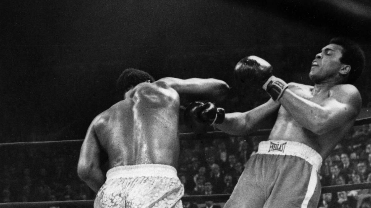 "Joe Frazier erwischt Muhammad Ali im ""Fight of the Century"""