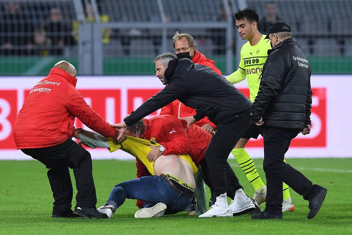 Trainer Marco Rose zeigt sich nach dem Erfolg seines BVB gegen Ingolstadt auf der Pressekonferenz zufrieden. Doch mit einem Vorfall hadert der BVB-Coach.