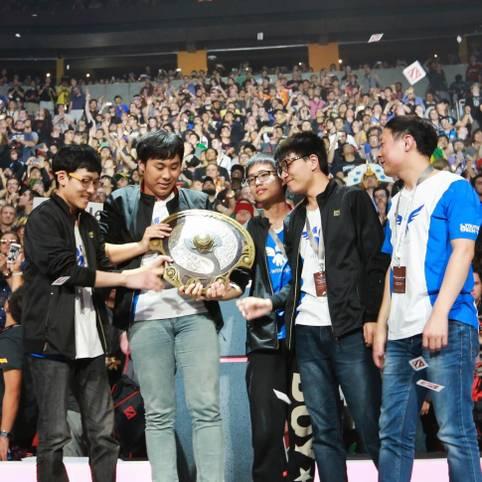Neun Millionen USD sicherten sich die Chinesen von Wings Gaming mit dem Sieg auf dem The International 2016. Bisher konnte noch kein Team den Titel verteidigen. Schaffen es die Chinesen nächstes Jahr?