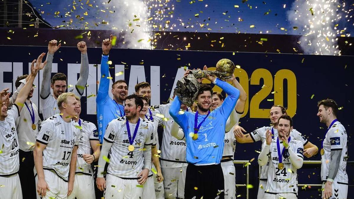 Der deutsche Rekordmeister THW Kiel besteigt zum vierten Mal den internationalen Handball-Thron. Gegen den FC Barcelona setzen sich die Norddeutschen mit 33:28 durch.
