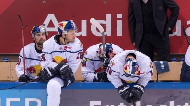 Die Stars des EHC Red Bull München lassen die Köpfe hängen