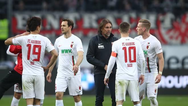 Bundesliga: Augsburg - Leverkusen LIVE im Stream & Liveticker - Der FC Augsburg und Martin Schmidt feiern den Sieg bei Eintracht Frankfurt