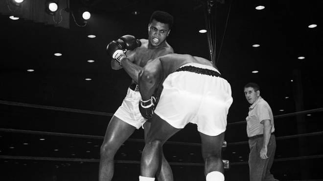 Cassius Clay (später Mohamed Ali, hinten) schlug Sonny Liston völlig überraschend