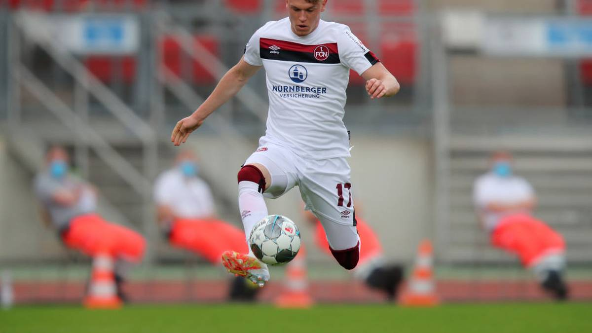 NUREMBERG, GERMANY - MAY 30: Robin Hack of FC Nurnberg controls the ball during the Second Bundesliga match between 1. FC Nürnberg and VfL Bochum 1848 at Max-Morlock-Stadion on May 30, 2020 in Nuremberg, Germany. (Photo by Daniel Karmann/Pool via Getty Images)