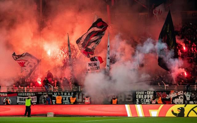 Eintracht-Fans brannten bei Union Berlin Pyrotechnik ab