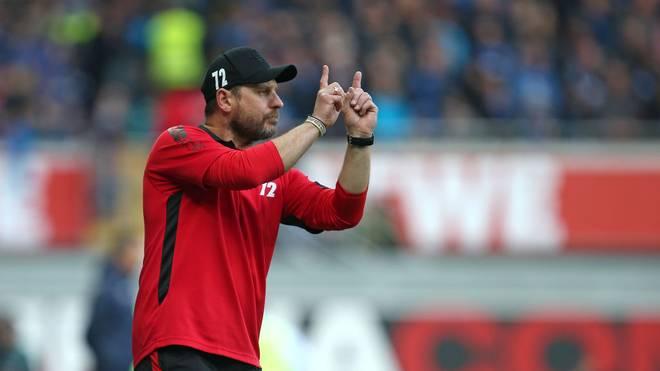 In der Bundesliga noch ohne Sieg - auch im Testspiel gegen Wehen Wiesbaden hat Paderborn Probleme
