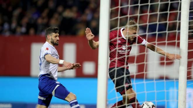 """Bei einem Spiel zwischen Nürnberg und Schalke soll es zu dem """"folgenschweren"""" Fehler gekommen sein"""