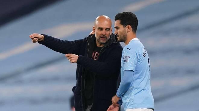 Trainer Pep Guardiola (l.) und Ilkay Gündogan vertrauen bei Manchester City nun auch auf Astrophysiker