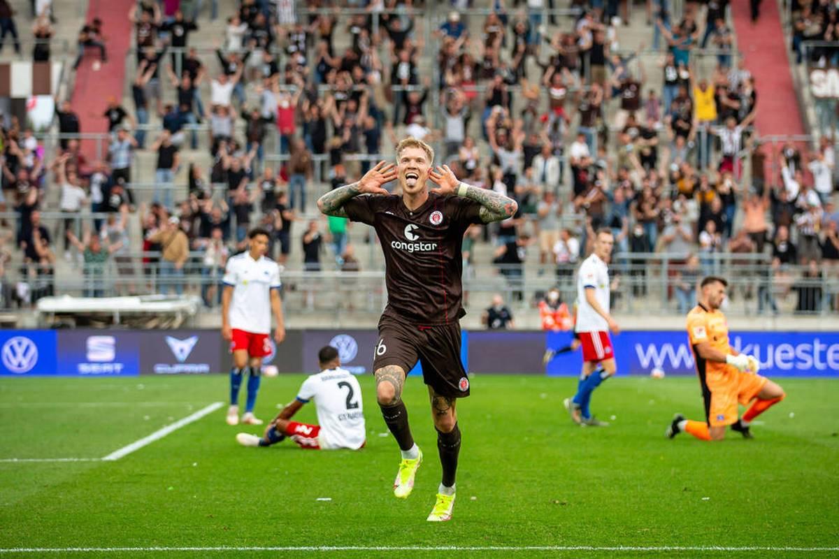 Fußball-Hamburg steht Kopf: Nach noch nicht einmal einem Drittel der Saison steht der FC St. Pauli als Tabellenführer bereits sieben Punkte vor Erzrivale Hamburger SV.
