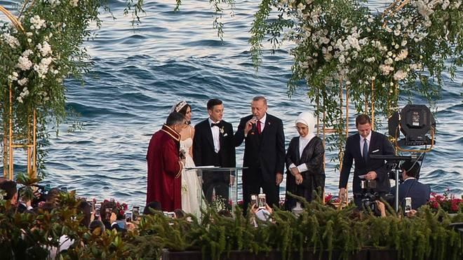 Der türkische Präsident Recep Tayyip Erdogan war Trauzeuge bei der Hochzeit von Mesut Özil