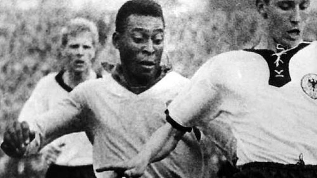 """Pele zauberte mit Ball, als die Bilder noch schwarz-weiß und die Bälle aus echtem Leder waren. Nun wird Brasiliens Fußball-Idol 70! Sein bürgerlicher Name ist übrigens Edison Arantes do Nascimento. """"Vielleicht kennen nicht alle auf der Welt Jesus, aber von Pele haben sie schon gehört"""", gab das Ballgenie einst  wenig bescheiden von sich. Ganz unrecht hat er aber nicht. SPORT1 gratuliert mit Bildern aus seiner langen Karriere"""