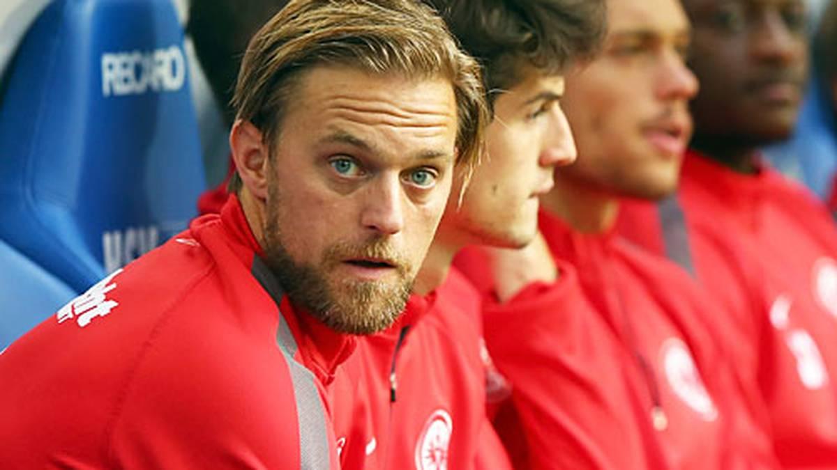 Bei Frankfurt ist Timo Hildebrand zurück in der Bundesliga. So ganz fassen kann er es bei der Partie am Sonntagabend in Hamburg wohl selber noch nicht
