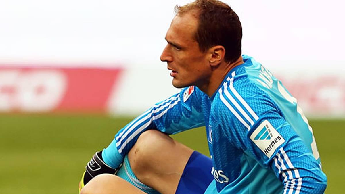 Auf der anderen Seite darf Jaroslav Drobny zwar erneut aufs Feld, dafür ist der Keeper nach dem Gegentor am Boden