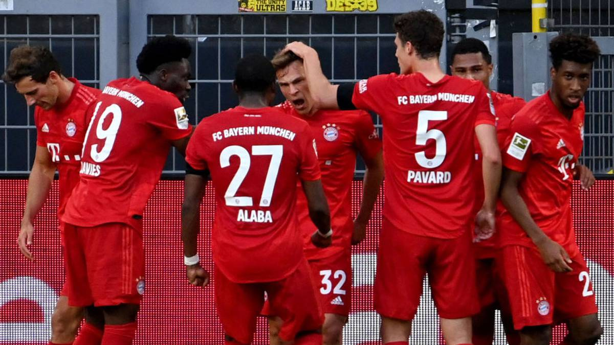 Bayern Munich's German midfielder Joshua Kimmich (C) celebrates scoring with his team-mates during the German first division Bundesliga football match BVB Borussia Dortmund v FC Bayern Munich on May 26, 2020 in Dortmund, western Germany. (Photo by Federico GAMBARINI / POOL / AFP) / DFL REGULATIONS PROHIBIT ANY USE OF PHOTOGRAPHS AS IMAGE SEQUENCES AND/OR QUASI-VIDEO (Photo by FEDERICO GAMBARINI/POOL/AFP via Getty Images)