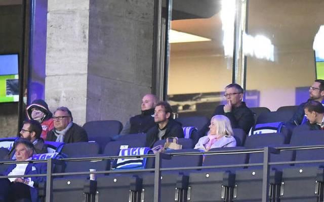 Jens Lehmann (Mitte) war bei der Partie Hertha BSC - Eintracht Frankfurt im Stadion