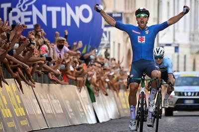 Sonny Colbrelli feiert bei der Straßenrad-EM einen überraschenden Triumph. Bester Deutscher ist Simon Geschke.