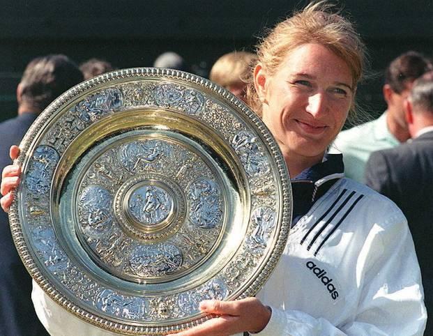 Während ihrer Karriere hat sich Steffi Graf nicht nur in Deutschland einen Namen gemacht, sondern ist weltweit eine der bekanntesten Sportlerinnen der Geschichte. Mit ihren 22 Erfolgen bei Grand Slams ist sie die dritterfolgreichste Tennisspielerin aller Zeiten. Zahlreiche andere Rekorde hält sie bis heute