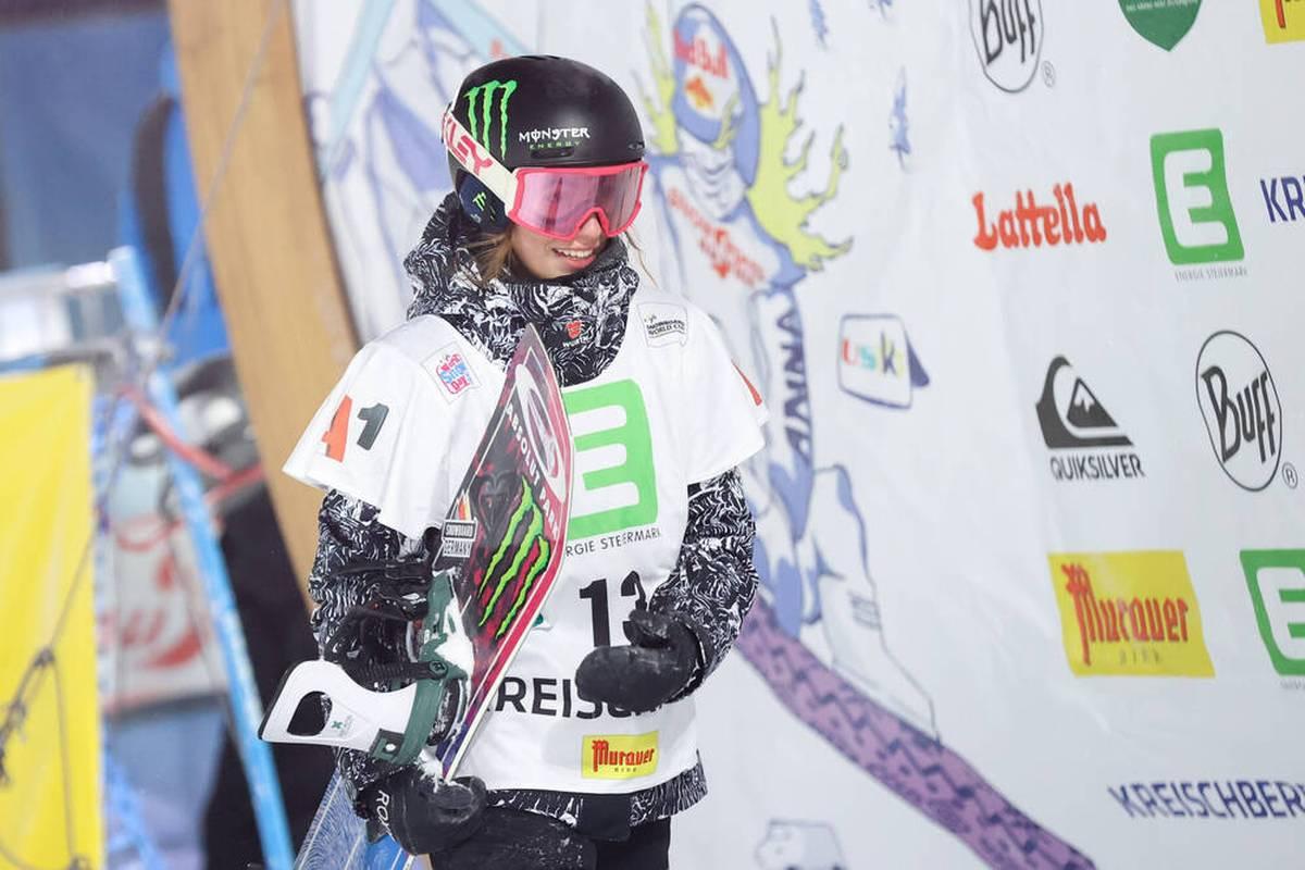 Snowboarderin Annika Morgan hat sich gleich zum Auftakt der Olympia-Saison das Ticket für die Winterspiele 2022 in Peking gesichert.