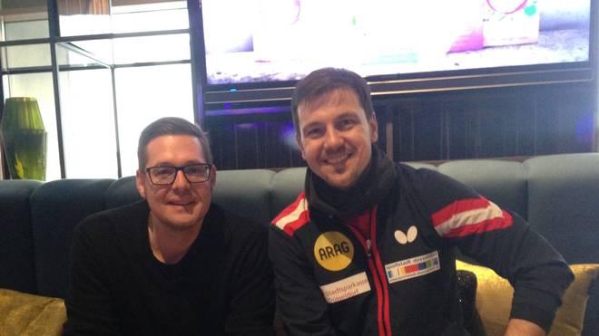 SPORT1-Redakteur Benjamin Bauer (l.) traf Timo Boll (r.) zum Interview
