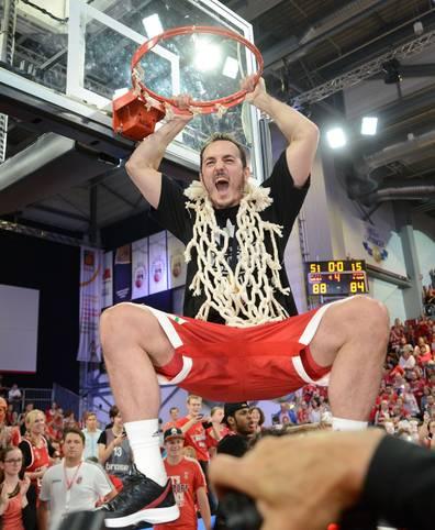 In der vergangenen Saison holen sich die Brose Baskets Bamberg um Karsten Tadda  im Finale gegen den FC Bayern München den Meistertitel zurück. Auch 2015/16 sind die bayerischen Rivalen wieder die Topfavoriten. ALBA Berlin muss wieder neu aufbauen. Eine Wundertüte könnte überraschen. SPORT1 macht den Favoritencheck