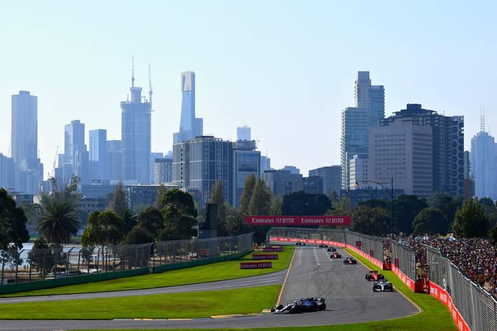 Die Formel 1 ist zurück - mit dem Großen Preis von Australien beginnt die neue Saison. Wird Lewis Hamilton seinen Titel verteidigen können oder erlöst Sebastian Vettel die Ferrari-Fans? SPORT1 zeigt die besten Bilder des ersten Rennens der Saison 2019