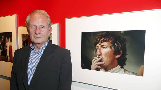 Helmut Marko vor einem Portät von Jochen Rindt