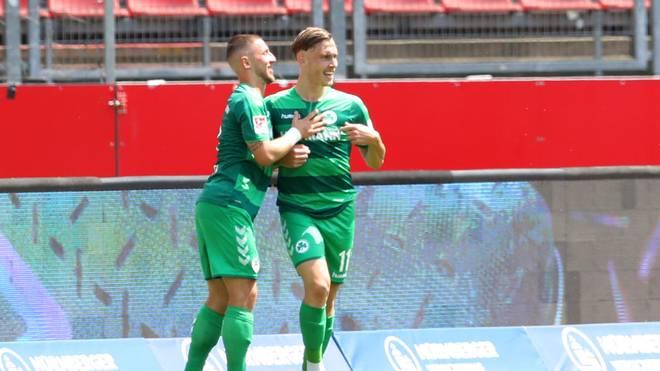 David Raum (r.) erzielte das Tor des Tages für die SpVgg Greuther Fürth