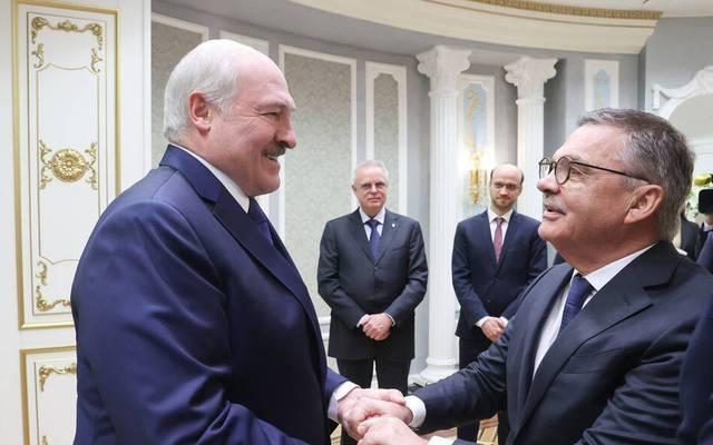 Belarus Alexander Lukashenko (l.) mit Rene Fasel (r.)