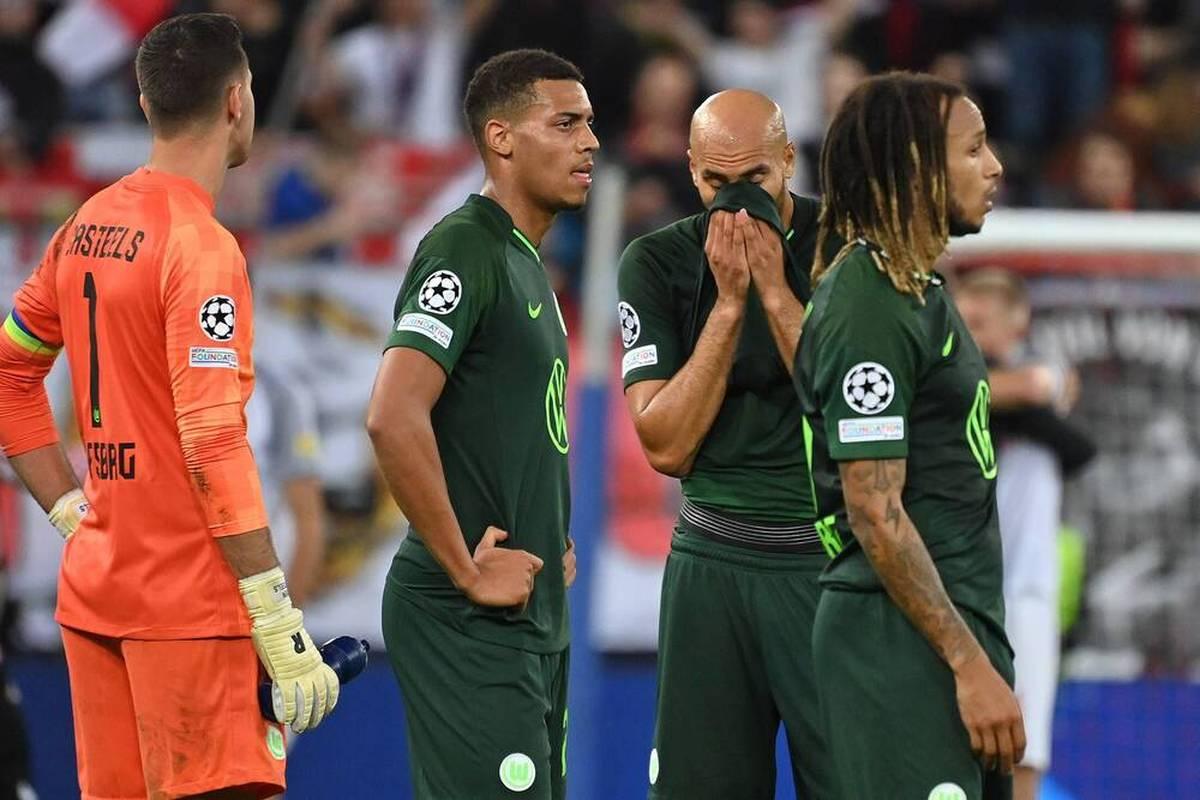 Der VfL Wolfsburg kassiert bei Red Bull Salzburg seine erste CL-Niederlage. Karim Adeyemi trifft - bei zwei Toren pennt die Wölfe-Abwehr.