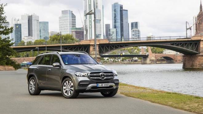 Den Mercedes GLE gibt es bald auch als GLE 350 mit Plug-In-Hybrid. Damit sind die ersten gut 100 Kilometer auch mit reiner Stromfahrt möglich.