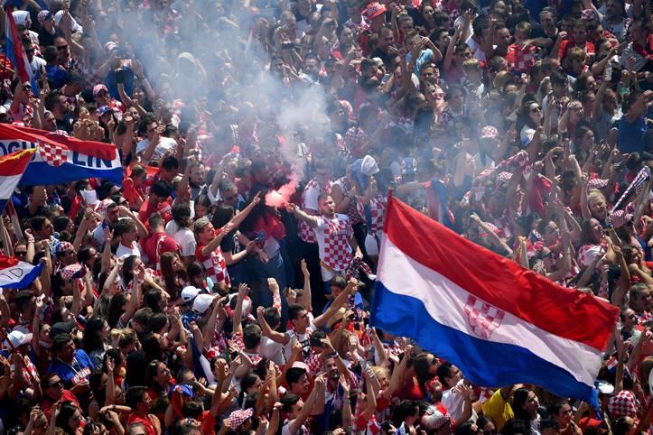 Was für ein Empfang! Über 60.000 Menschen warten in Zagreb auf die kroatischen WM-Helden