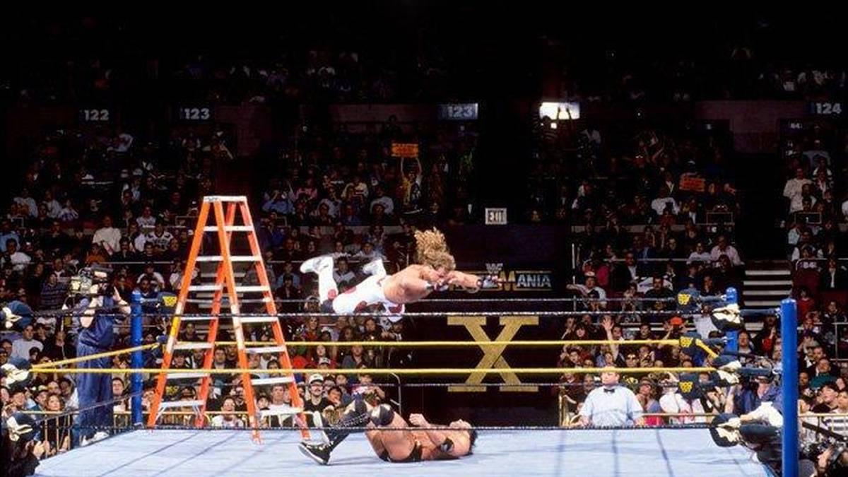 Shawn Michaels fliegt bei WrestleMania X auf Razor Ramon herab