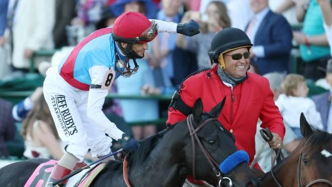 Jockey John Velazquez (l.) und Hengst Medina Spirit