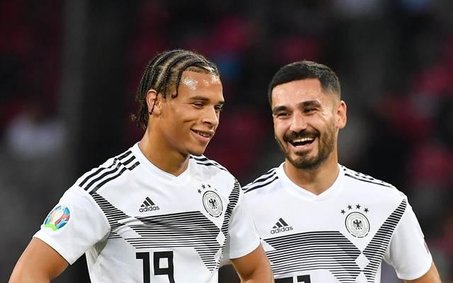 Leroy Sané (l.) und Ilkay Gündogan sind Teamkollegen in der deutschen Nationalmannschaft