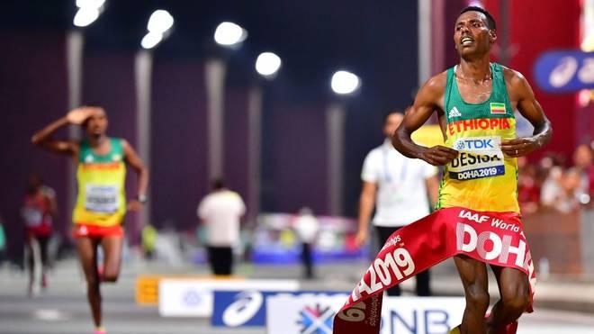 Lelisa Desisa (r.) hat den Marathon bei der Leichtathletik-WM gewonnen