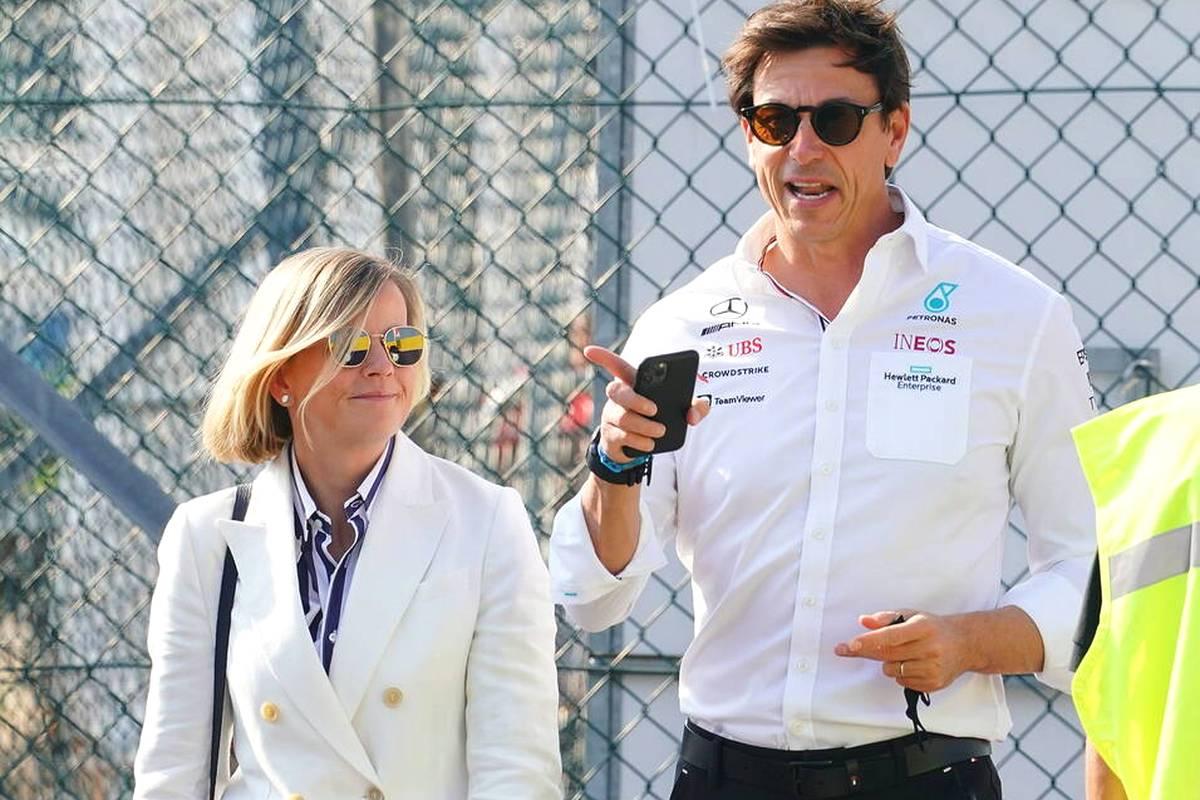 Weil die begrenzte Anzahl an Formel-1-Cockpits den Einstieg für Rookies schwierig macht, schlägt Mercedes-Teamchef Toto Wolff eine andere Lösung vor. Diese kommt aber nicht überall gut an.