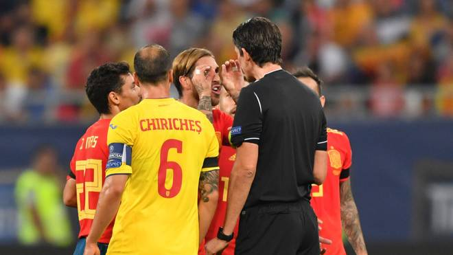 Sergio Ramos (m.) sah Gelb nach seinem Jubel
