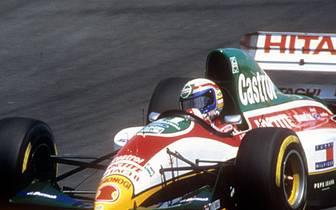 Erstmals auf sich aufmerksam macht Zanardi von 1991 bis 1994 in der Formel 1. Er fährt für Jordan, Minardi und Lotus - erreicht in 25 Rennen nur einen einzigen Zähler. Im belgischen Spa-Franchochamps wird er Sechster