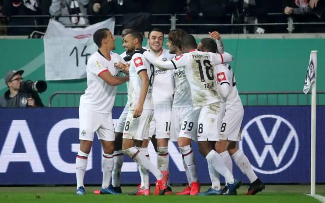 Eintracht Frankfurt feiert den Sieg über RB Leipzig