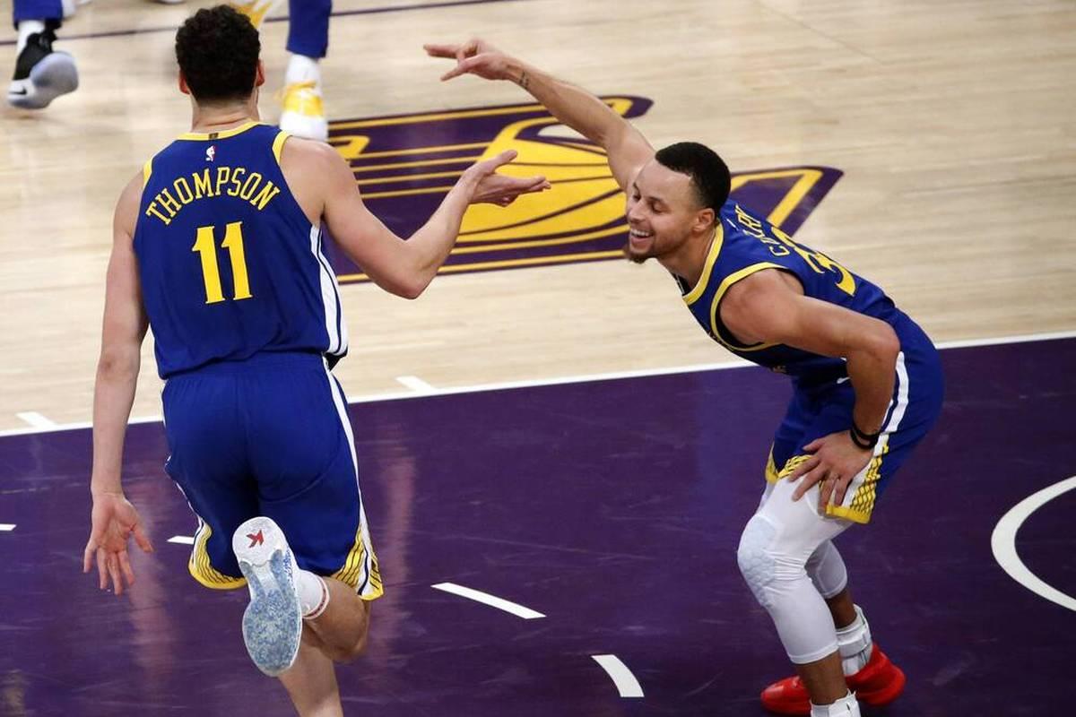 Weil er sich darüber aufgeregt hat, dass er offiziell nicht zu den 75 besten NBA-Spielern aller Zeiten zählt, muss Klay Thompson den Spott seiner Teamkollegen ertragen.