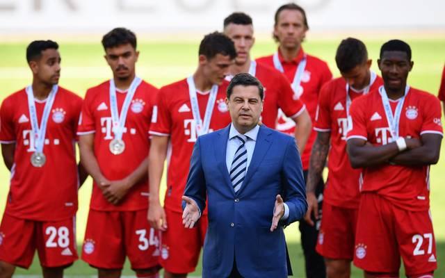 Christian Seifert vor der Übergabe der Meisterschale an Bayern München