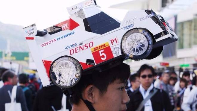 In Japan zeigen die Fans sehr deutlich, zu welchem LMP1-Team sie halten