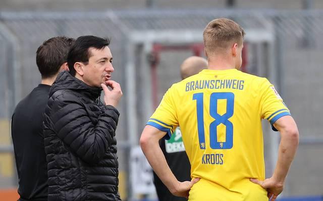 Trainer Daniel Meyer und zwei Spieler von Eintracht Braunschweig wurden positiv auf Corona gestestet